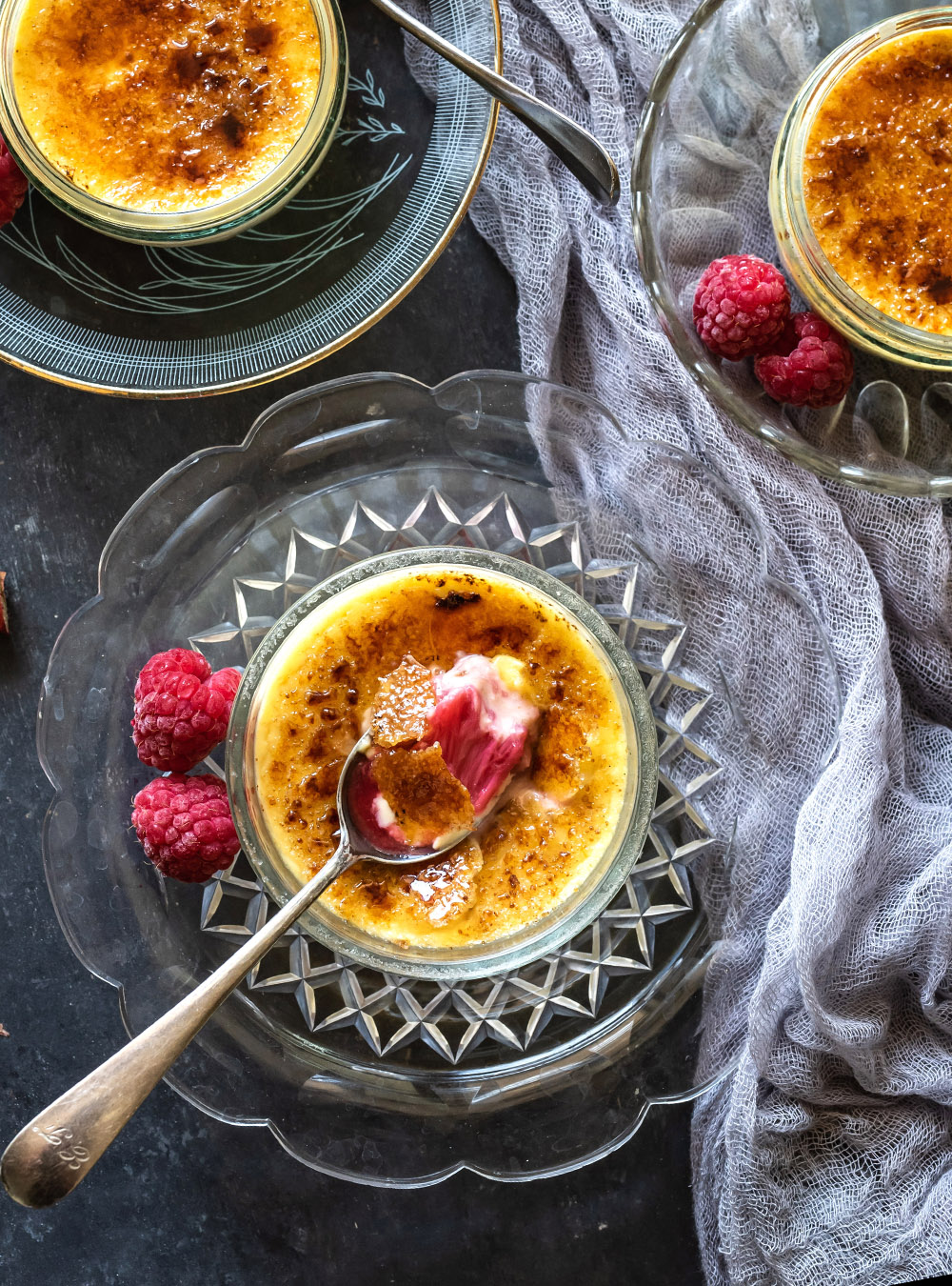 Crème brûlée mit Rhabarber - wahlweise mit oder ohne Eierlikör,