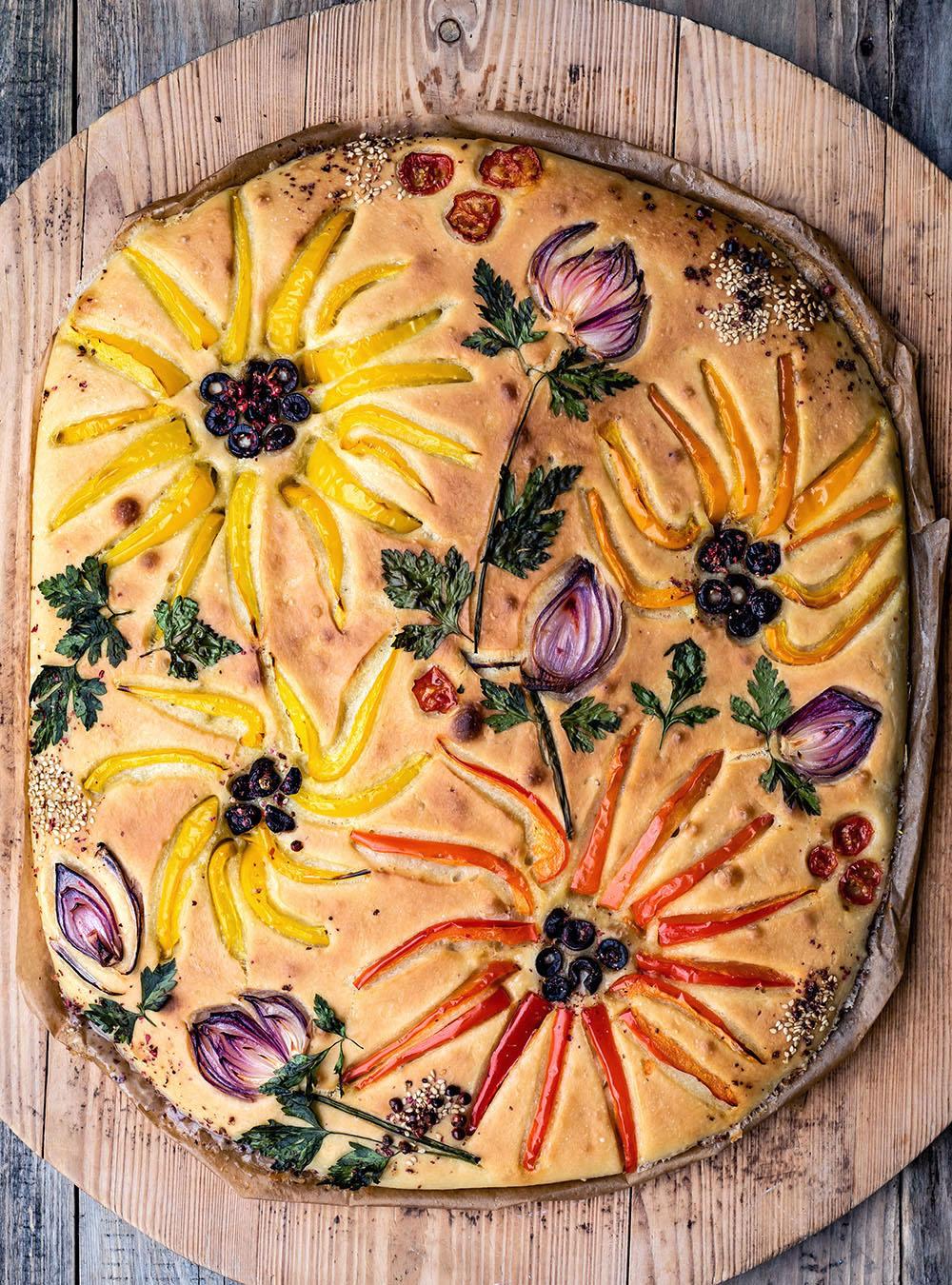 Focaccia Garden - der Blumen Brot-Trend 2020 mit viel Gemüse