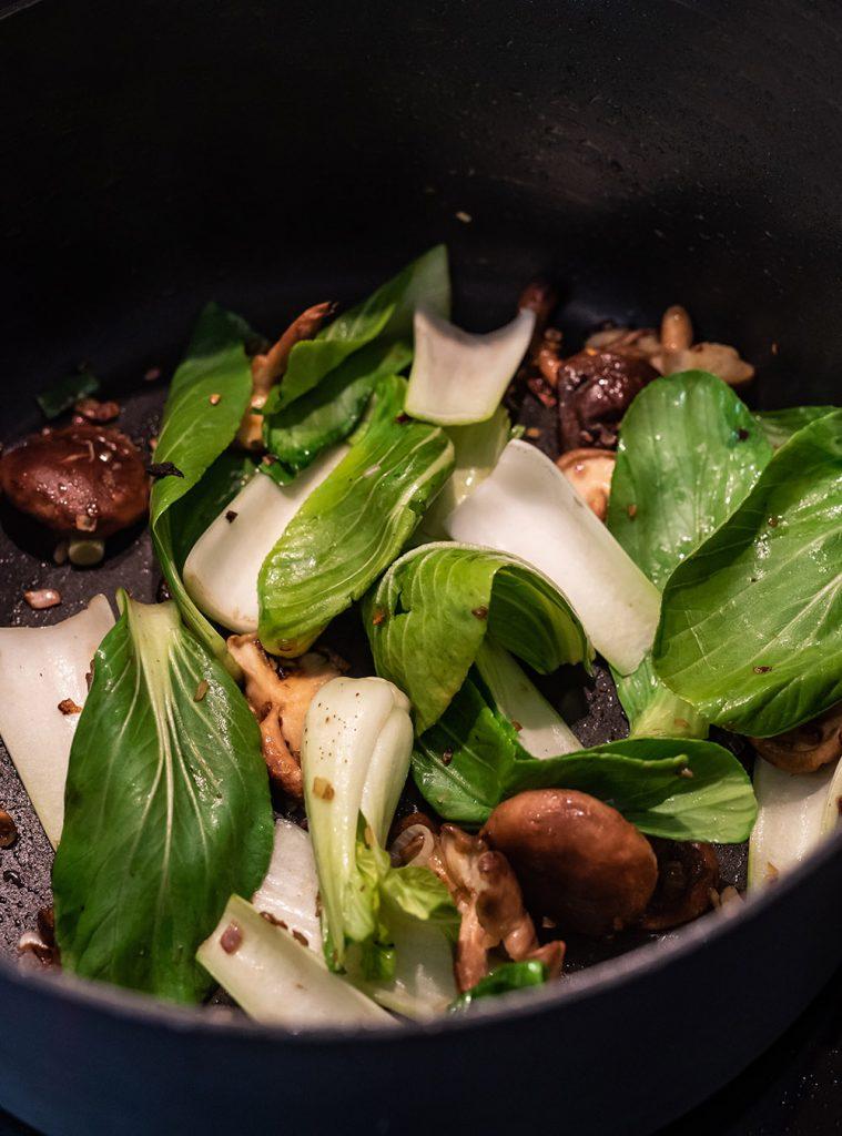 Instant Ramen Suppe Homemade mit viel Umami - 15 und 30 Min. Version,