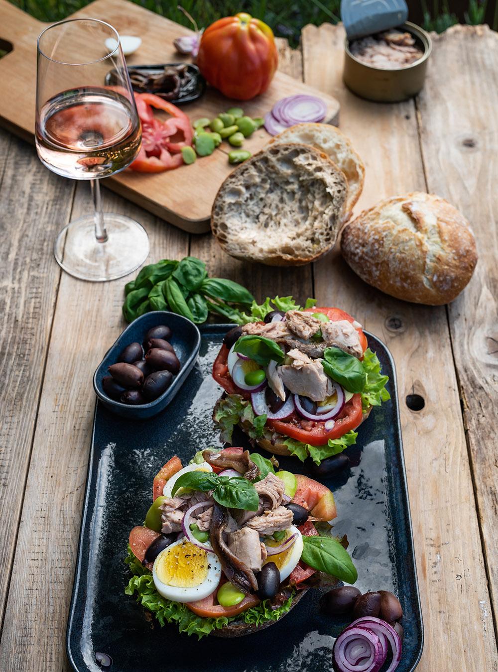 Pan Bagnat - fantastischer Sandwich Klassiker aus der Provence - Salade Niçoise im Brot