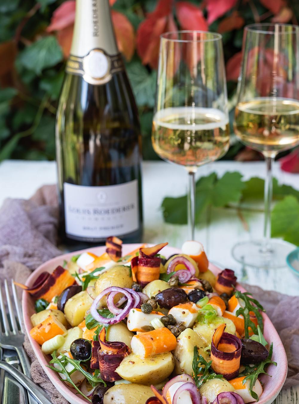 Französischer Kartoffelsalat mit Drillingen, Oliven, Surimi und Kapern