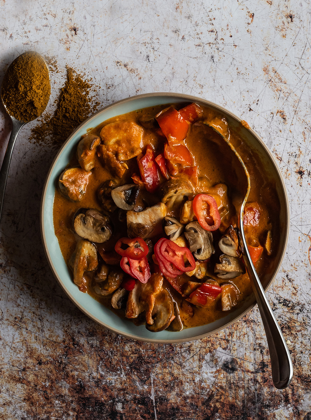 Hühnchen Curry mit Spitzpaprika und Champignons