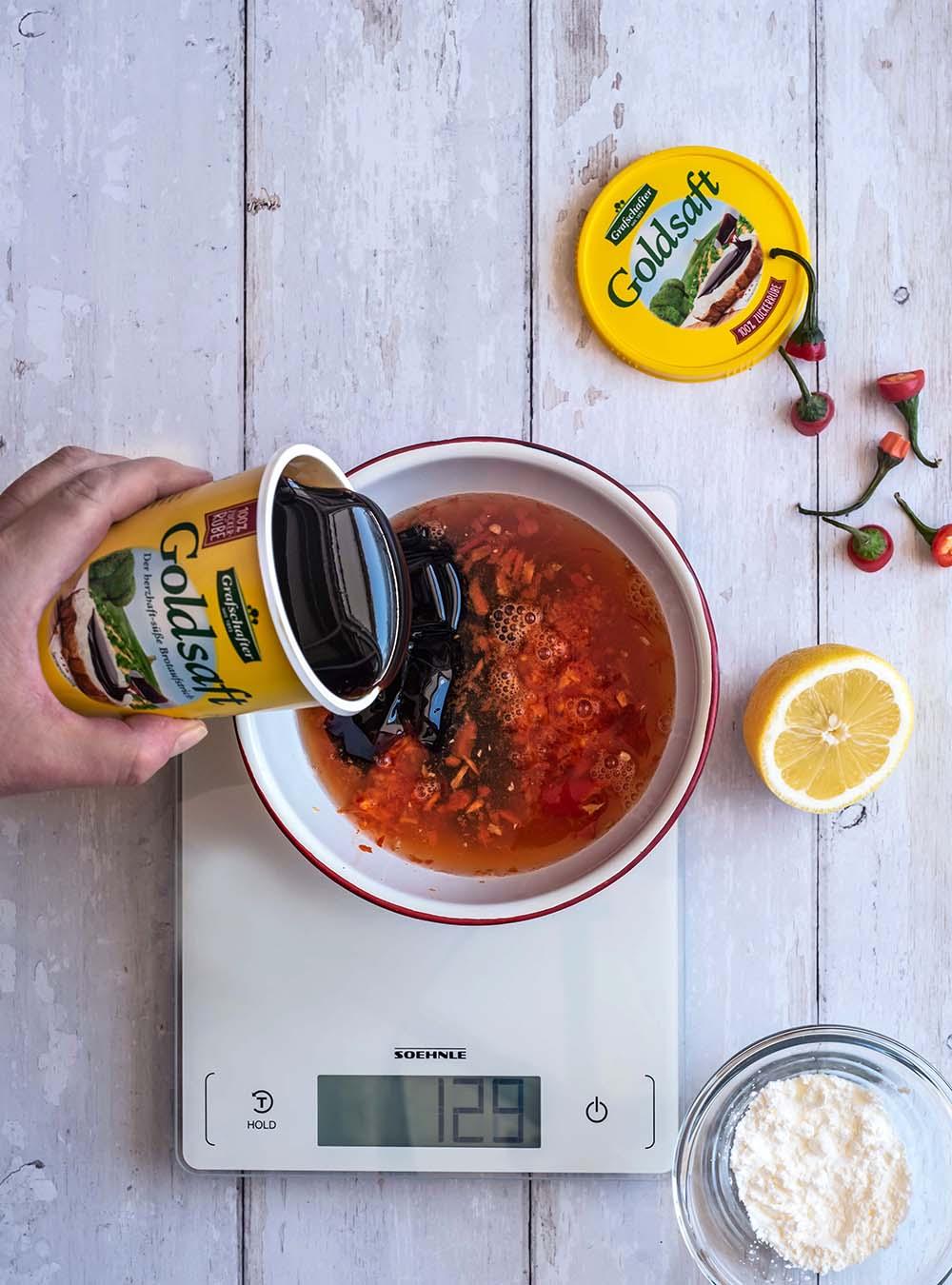 Knackige Asia Wok Nudel Bowl mit Sweet Chili Sauce