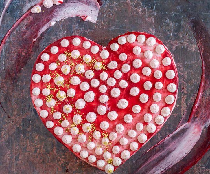 Schnelle rosarote Herz-Torte