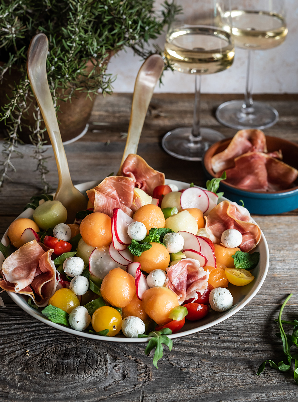 Spanischer Salat mit Melone - sehr frischer Sommersalat