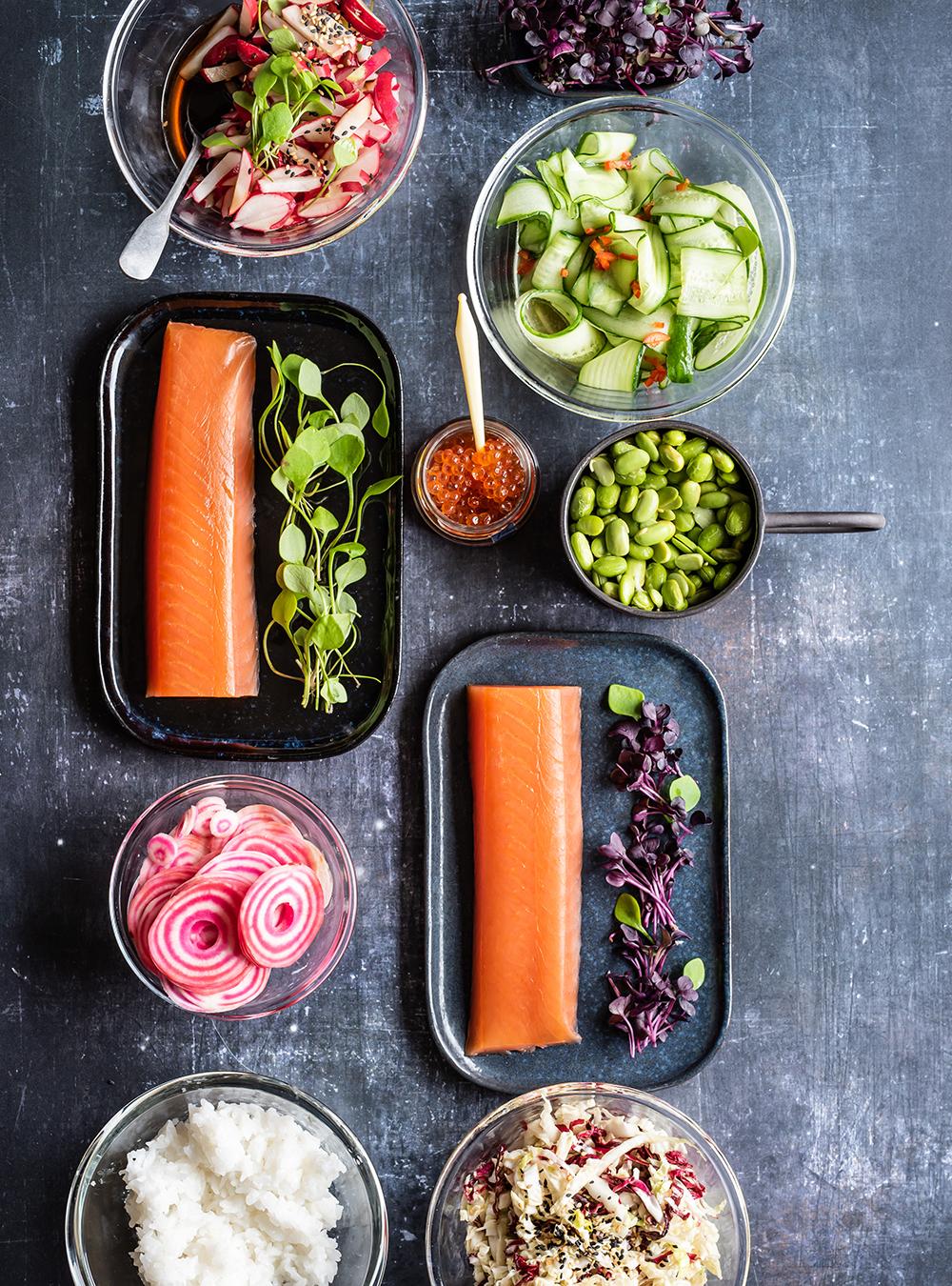 Sushi Bowl - mit japanischen Salaten und Lachs, knackfrisch als Snack oder Vorspeise