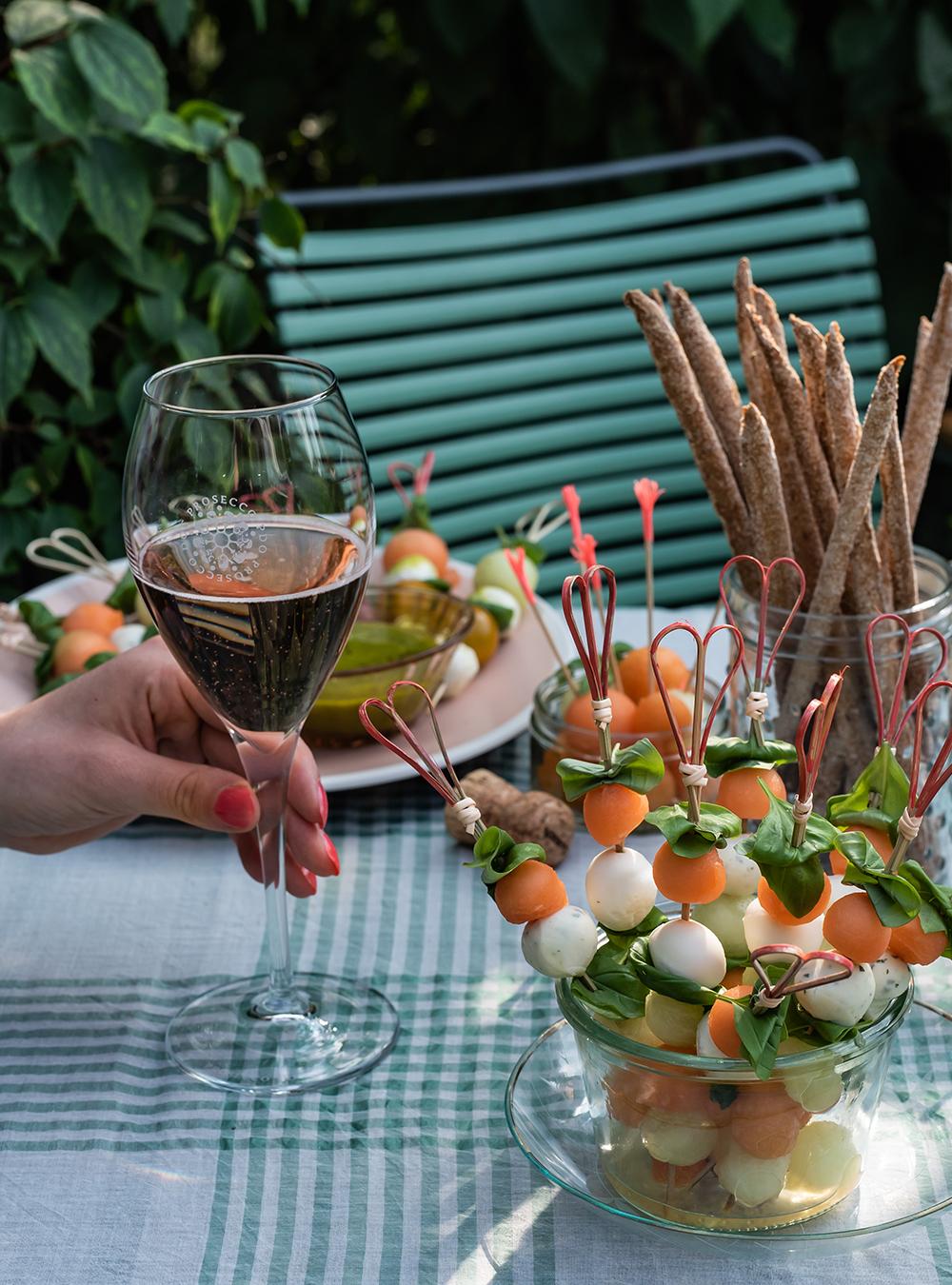 Erfrischende Melonenspieße mit Basilikum Vinaigrette   S-Küche