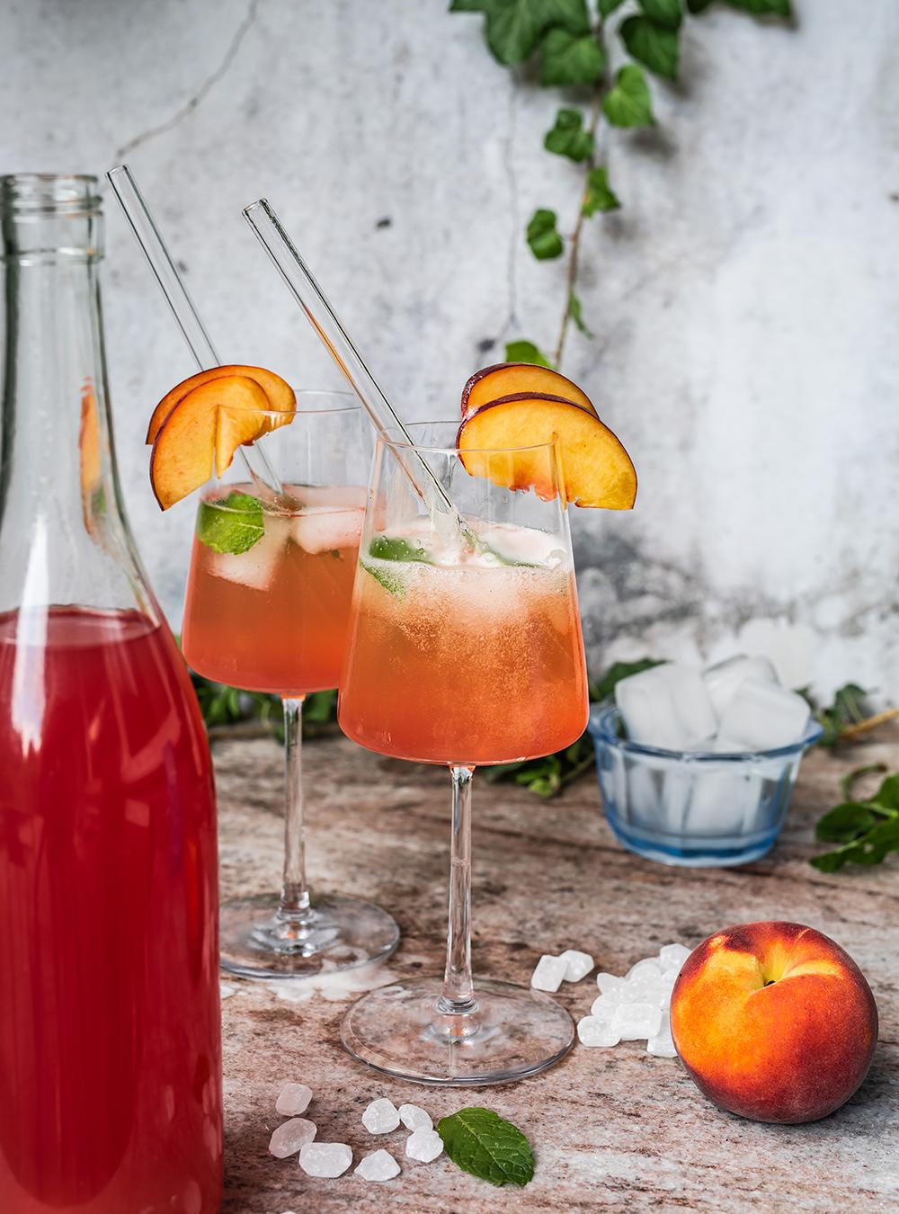 Pfirsich Hibiskus Limes und Spritz - Fix angesetzter Sommerlikör