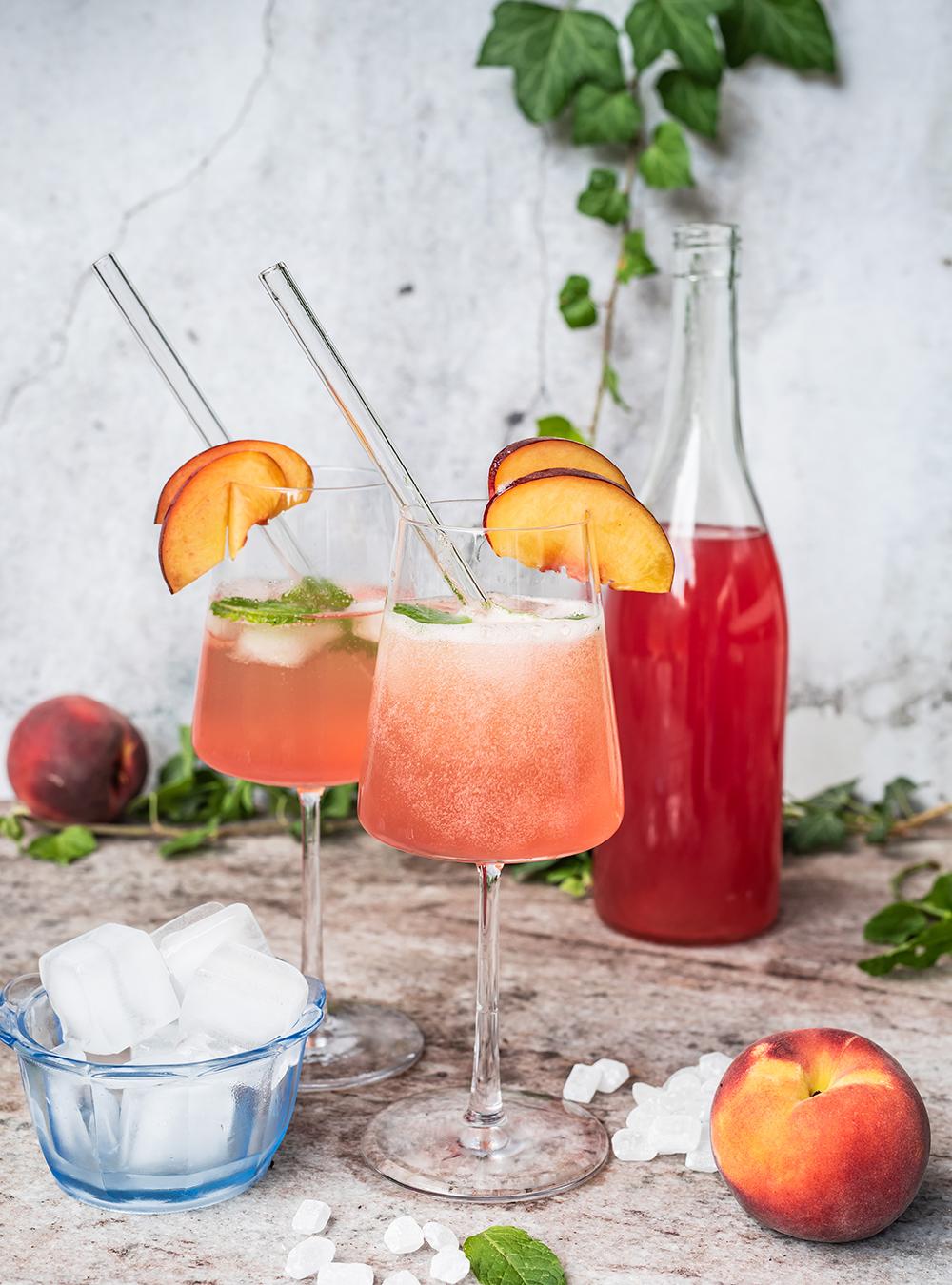 Pfirsich Hibiskus Limes und Spritz