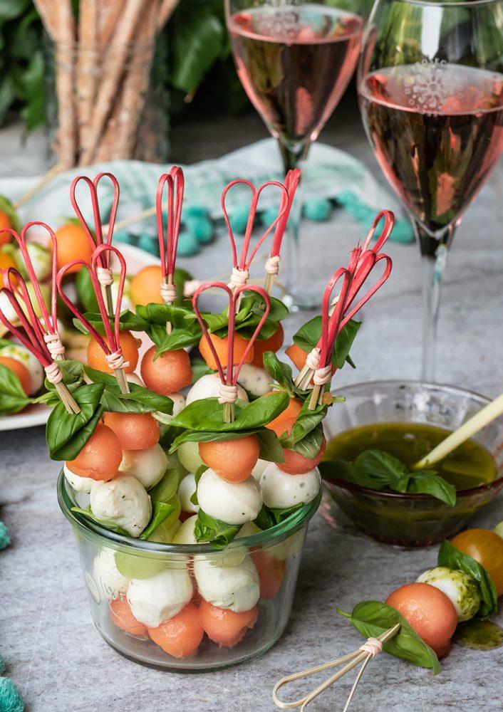 Erfrischende Melonenspieße mit Basilikum Vinaigrette | S-Küche