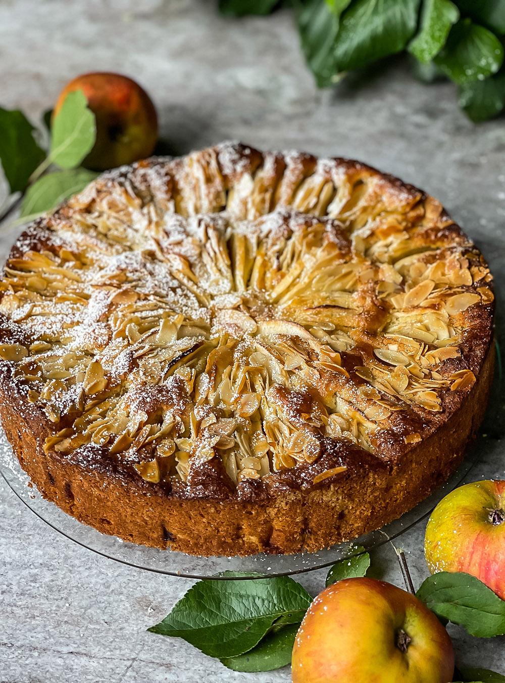 Blitzschneller Apfelkuchen mit Mandeln und herbstlichen Gewürzen
