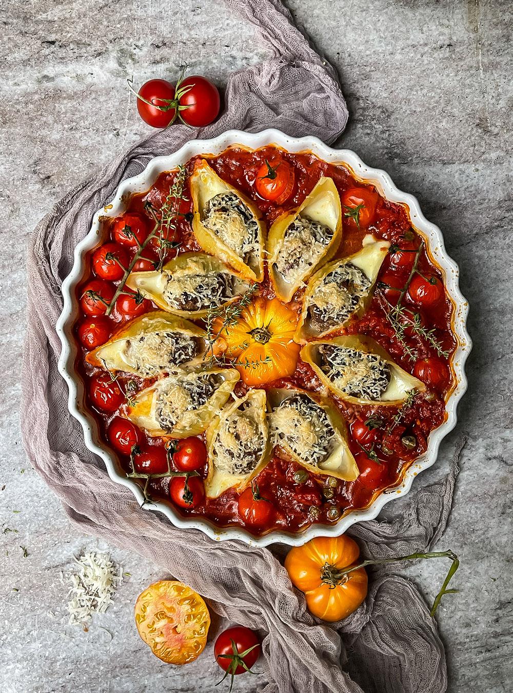 Pasta und Tomaten - Conchiglioni mit Hackbällchen im Tomatenglück