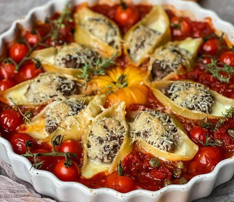 Pasta und Tomaten - Conchiglioni mit Hackbällchen