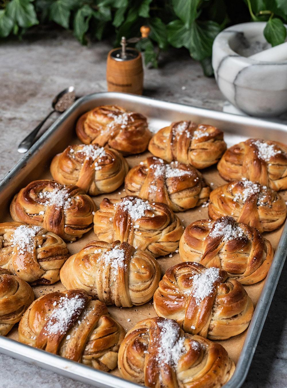 Dänische Zimtschnecken mit Kardamom - Kanelsnurrer, oder Zimtknoten