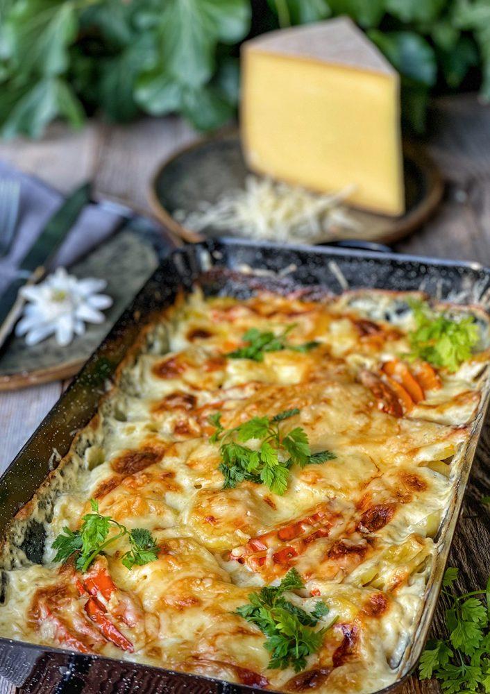 Gemütlicher Kürbis-Kartoffel-Auflauf mit Bergkäse - würziges Seelenfutter mit Käse aus Tirol